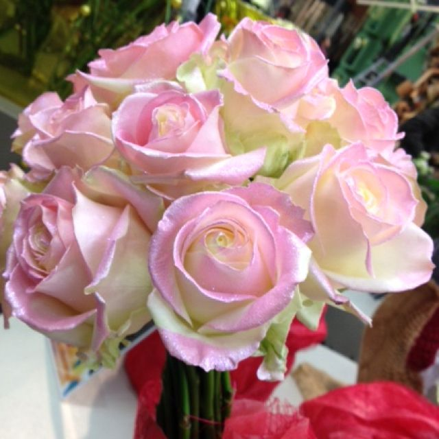 Wedding bouquet with pink Avalanche roses with pink glitter ...