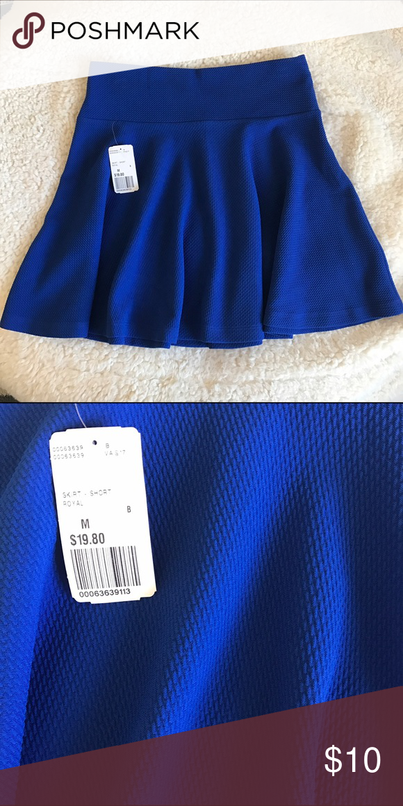 NWT texture blue circle skirt New with tags textures blue circle skirt Forever 21 Skirts Circle & Skater