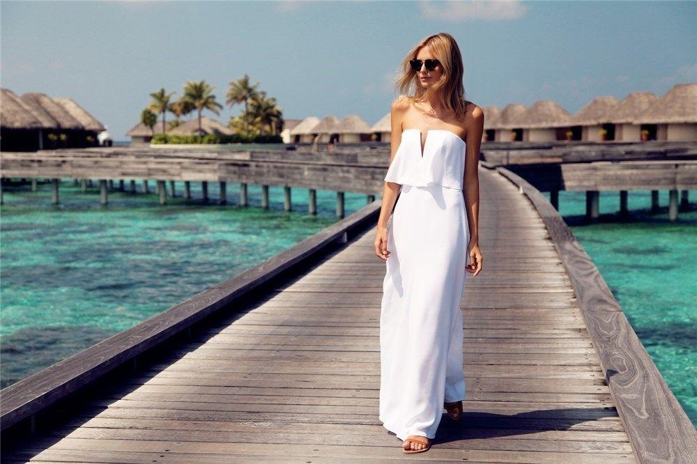 Look de Tuula con vestido largo en color blanco