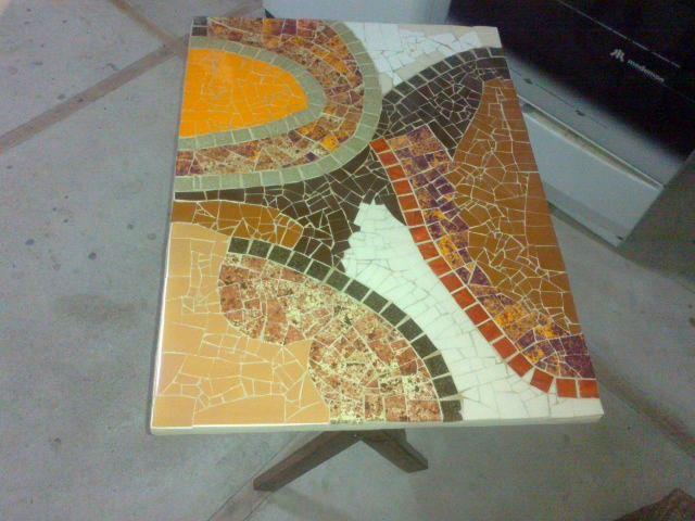 mesa plegable con mosaico