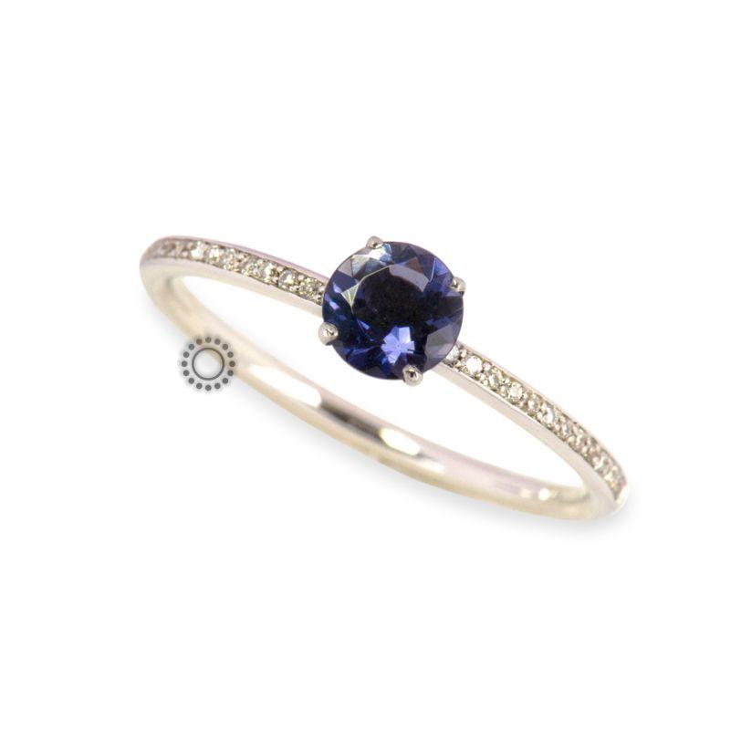 Μοντέρνο μονόπετρο δαχτυλίδι λευκόχρυσο Κ18 με μπλε ιολίτη  amp  μικρά  διαμάντια  a47837ac909