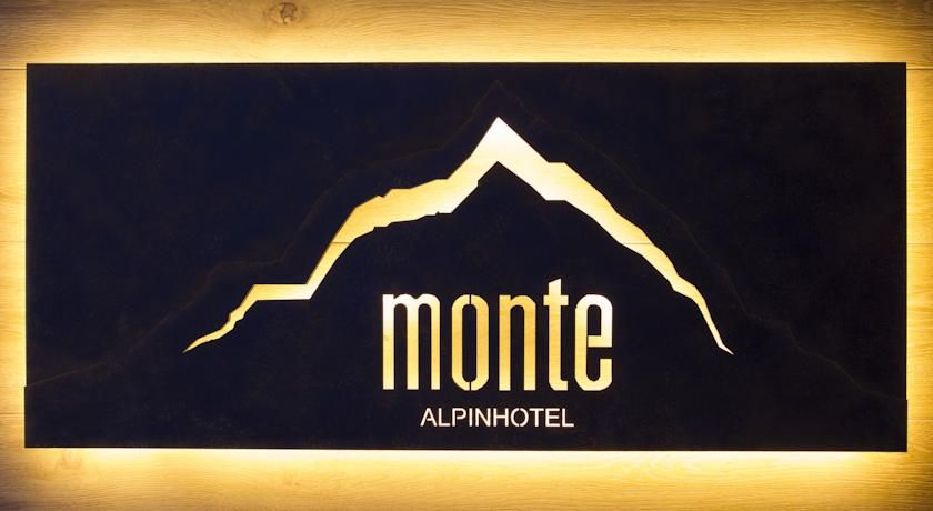 Booking.com: Alpinhotel Monte Superior - Galtür, Oostenrijk, € 2.200 familiekamer, hp met pas voor bussen en liften en zwembad incl