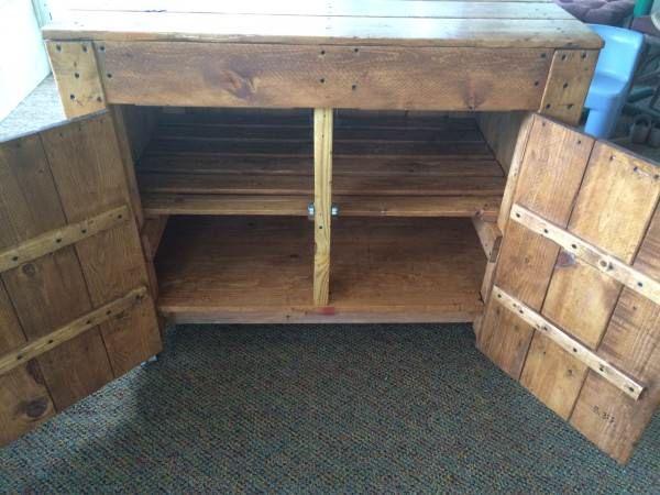 Pallet Kitchen Island / Sideboard Pallet Cabinets & Pallet Wardrobes