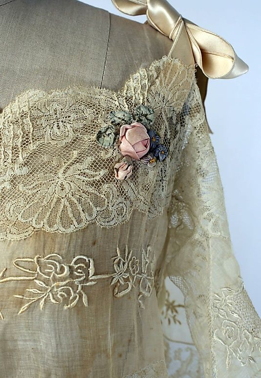 creativemuggle:    Vintage Nightgown - detail - c. 1921 - Cotton