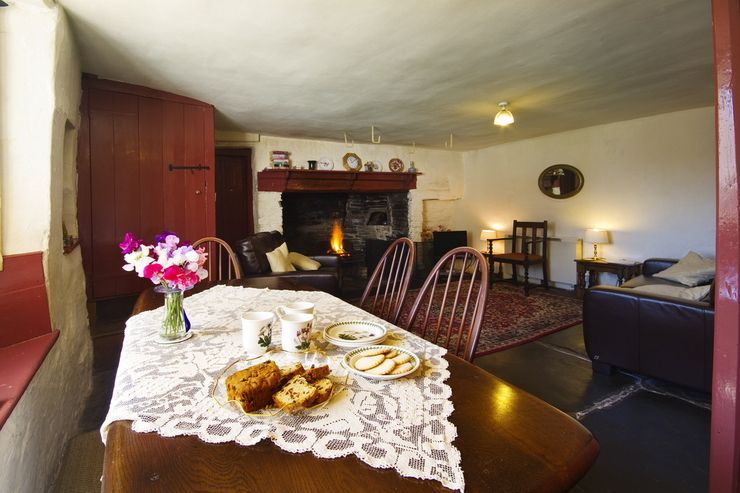 The Longhouse is a self catering holiday cottage in North Cornwall that sleeps 6+ people