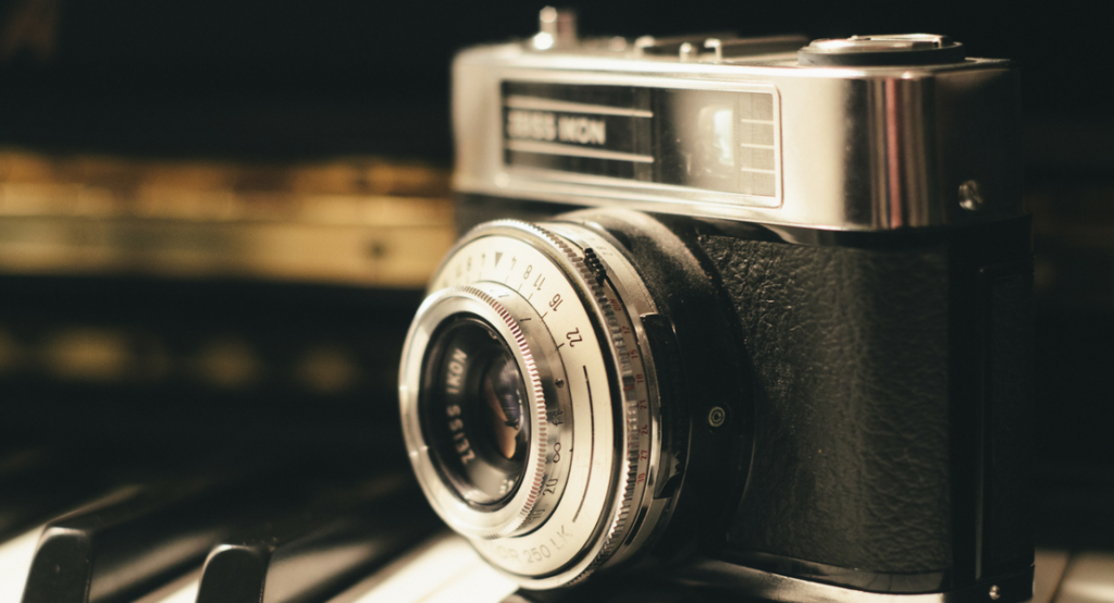 15 Gift Ideas for the Photographer :http://www.vintageunscripted.com/2016/12/11/15-gift-ideas-photographer/
