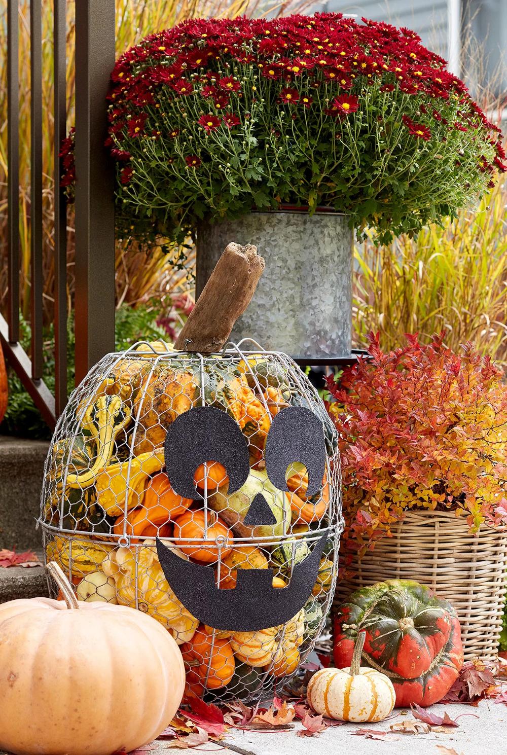 Showcase These Outdoor Fall Decor Ideas Through