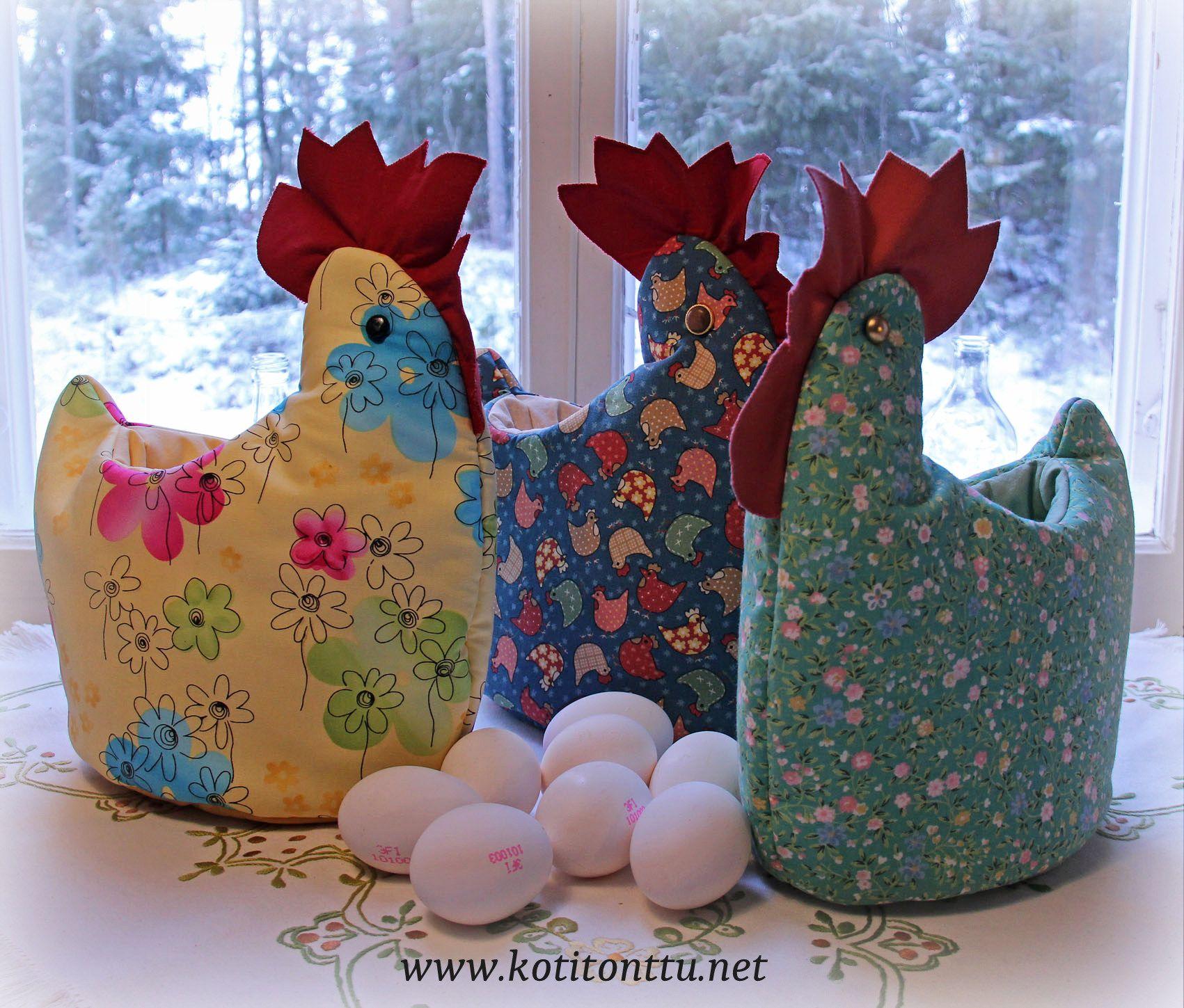 Hauska ja kaunis kana aamiaispöytään! Käsintehty kananmunan lämmitin pitää keitetyt kananmunat lämpöisinä. Myös hyvä piilopaikka karkeille! Kanan korkeus on n. 30 cm ja kanan sisälle mahtuu n.10 kananmunaa. Saat nyt kananmunanlämmittimen ALE-hintaan 29€ (norm.39€). Tarjous voimassa 1.4.2015 asti niin kauan kuin kanoja riittää. Katso www.kotitonttu.net ja löydät sekä valmiita kanoja että kanojen askartelupaketteja.