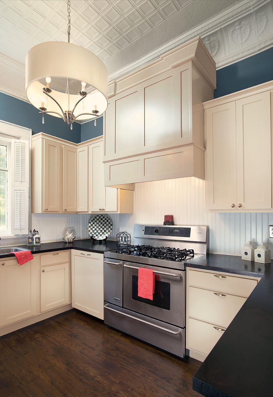 A Bit Retro Made With Wellborn Cabinets Cabints Kitchen Design Quality Kitchen Cabinets Modern Kitchen Kitchen Remodel