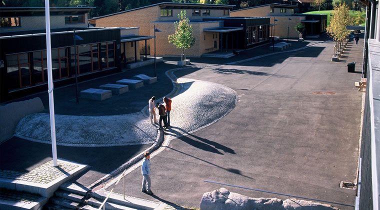 LØKENÅSEN SKOLE by BJØRBEKK & LINDHEIM LANDSKAPSARKITEKTER, LØRENSKOG, NORWAY, 2003