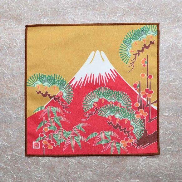 赤富士と松竹梅の縁起の良い絵柄をデザインしました。高機能繊維のマイクロファイバーを利用したクリーニングクロスです。繊維のエッジが色々な汚れを優しく取り除きます...|ハンドメイド、手作り、手仕事品の通販・販売・購入ならCreema。
