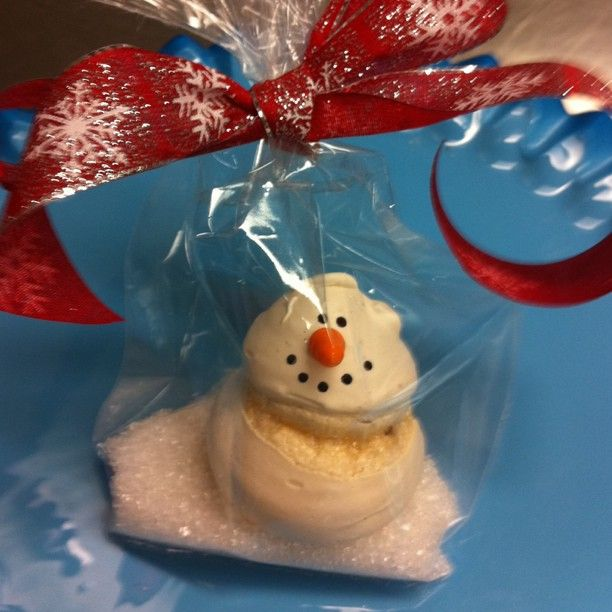 Love the idea of putting sanding sugar in the bottom of a x-mas/winter treat bag!