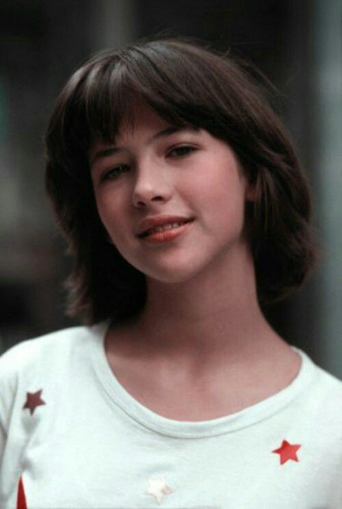 sophie marceau 1981 sophie marceau pinterest tresses visages et mode. Black Bedroom Furniture Sets. Home Design Ideas