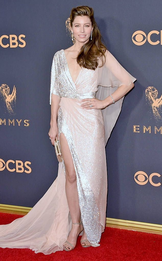 <p>The A-line silhouette on Nicole's deep-red gown was absolutely flattering: Not only does she look tall because of the ankle-length hem, but the full skirt gives the actress shape.</p>