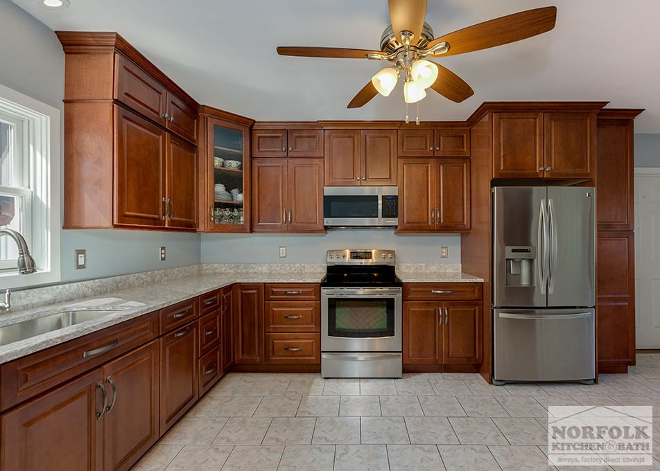 This maple kitchen by Echelon features a full overlay style door and ...