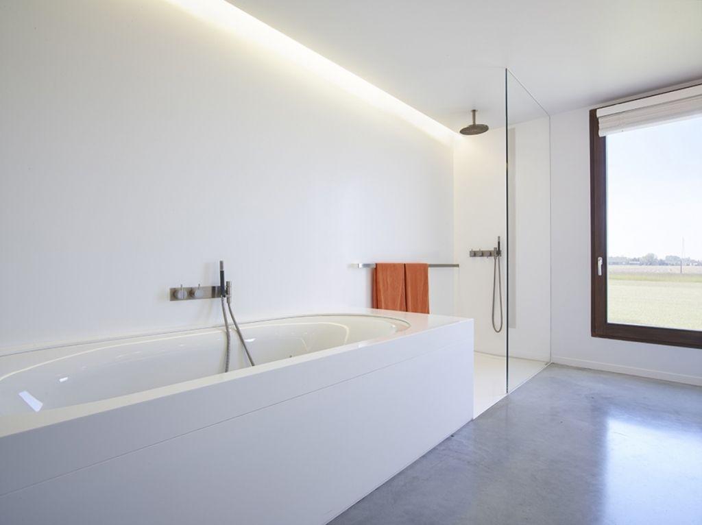 sichtestrich preis qm extrem reduziertes badezimmer mit sichtestrich estrich. Black Bedroom Furniture Sets. Home Design Ideas