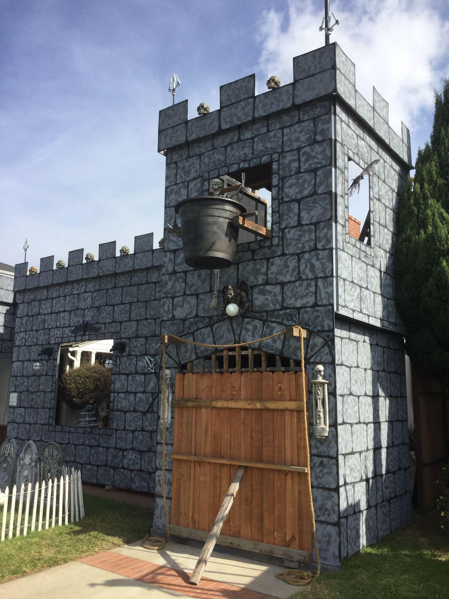 Halloween Castle Yard Haunt Halloween Yard Decorations Halloween Yard Haunted Castle