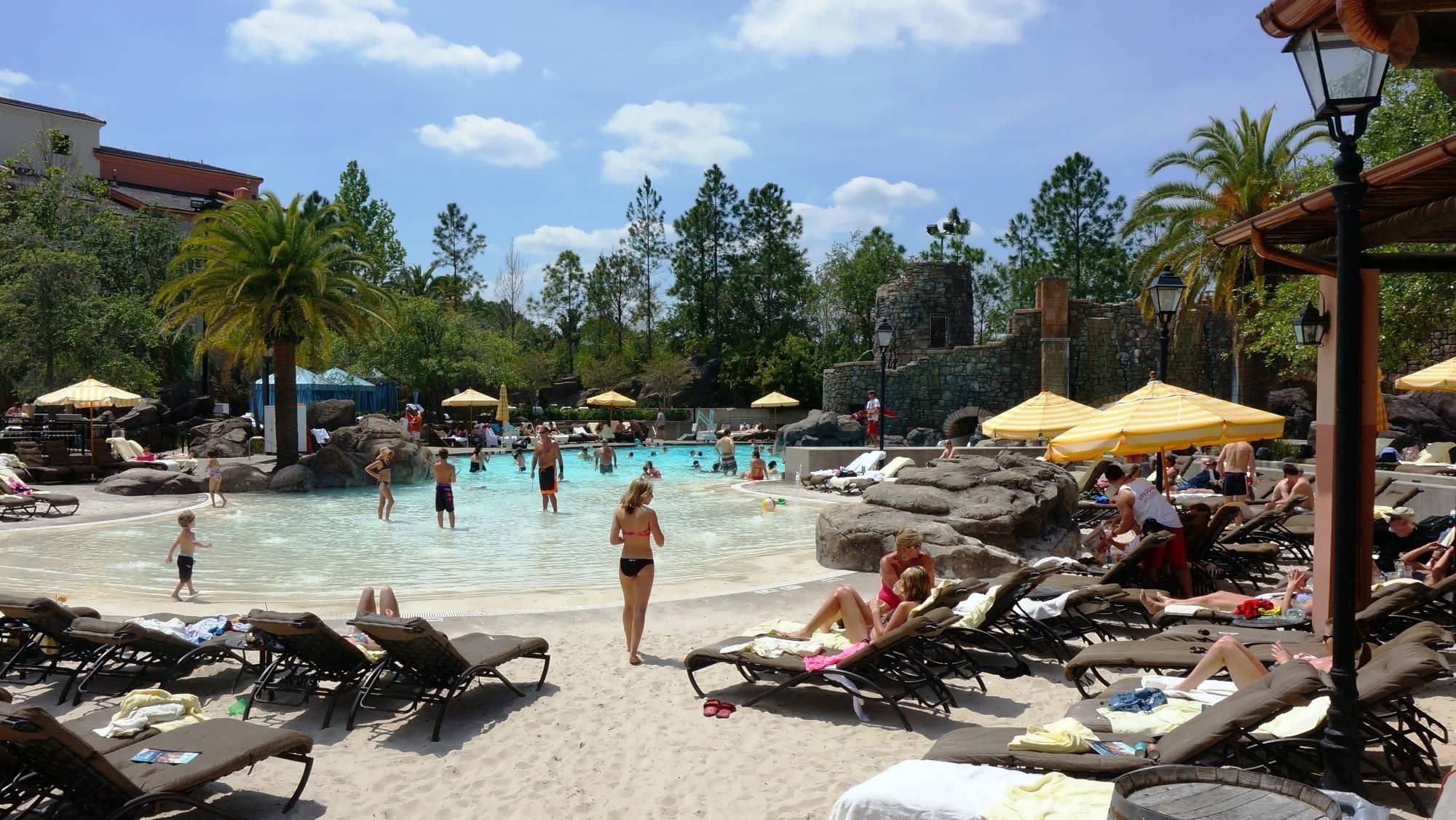 Pool Hopping At Universal Orlando S Deluxe On Site Hotels
