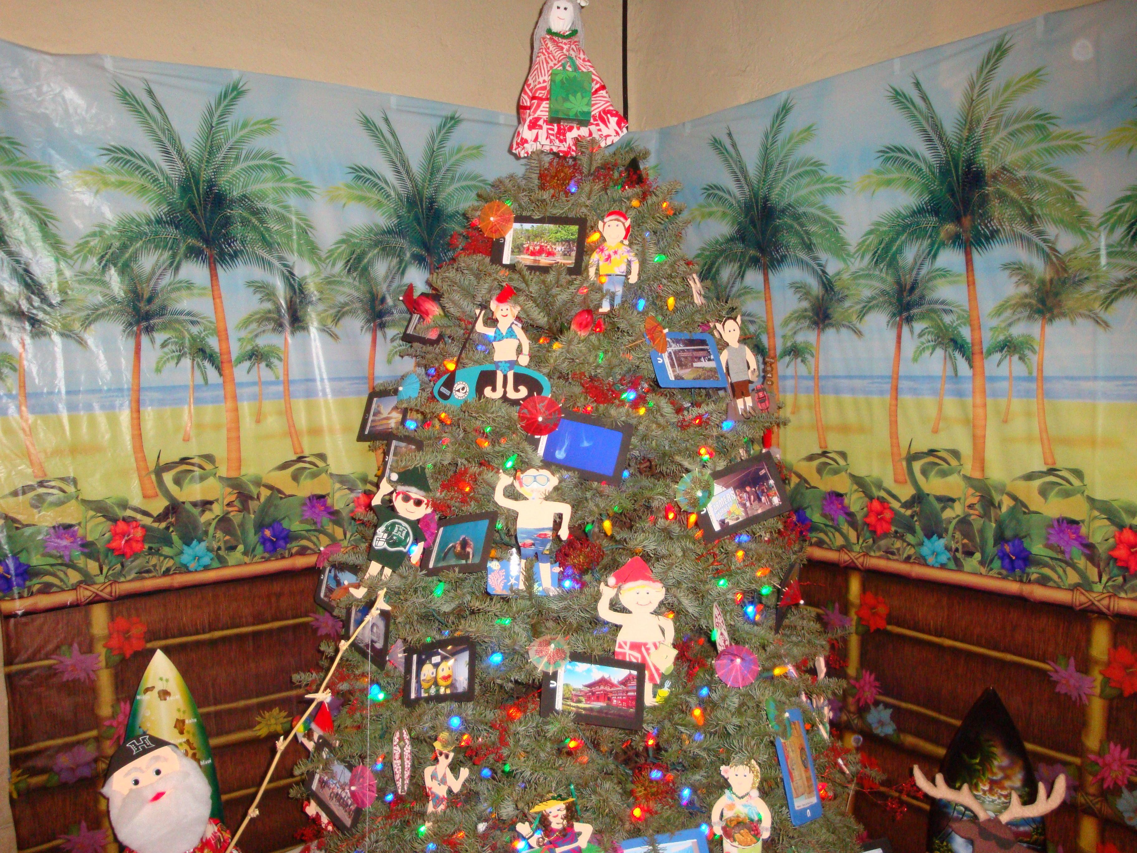 Tree In Ionlani Palace Christmas In Hawaii Pinterest Hawaiian