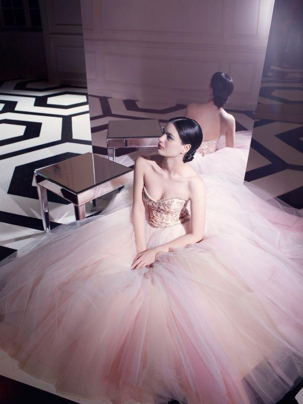 walkingthruafog:  Brides Magazine  粉紅夢幻