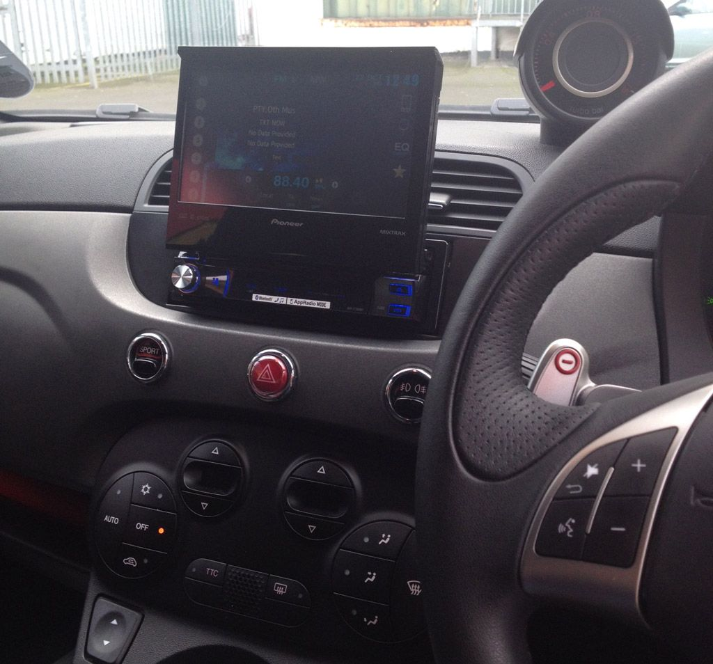 Pioneer Avh X7500bt 7 Motorised Single Din Multimedia Installed In Fiat 500