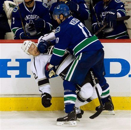 Vancouver Canucks Ryan Kesler Right Checks Los Angeles Kings Trevor Lewis Hockey Players Canucks Sports News
