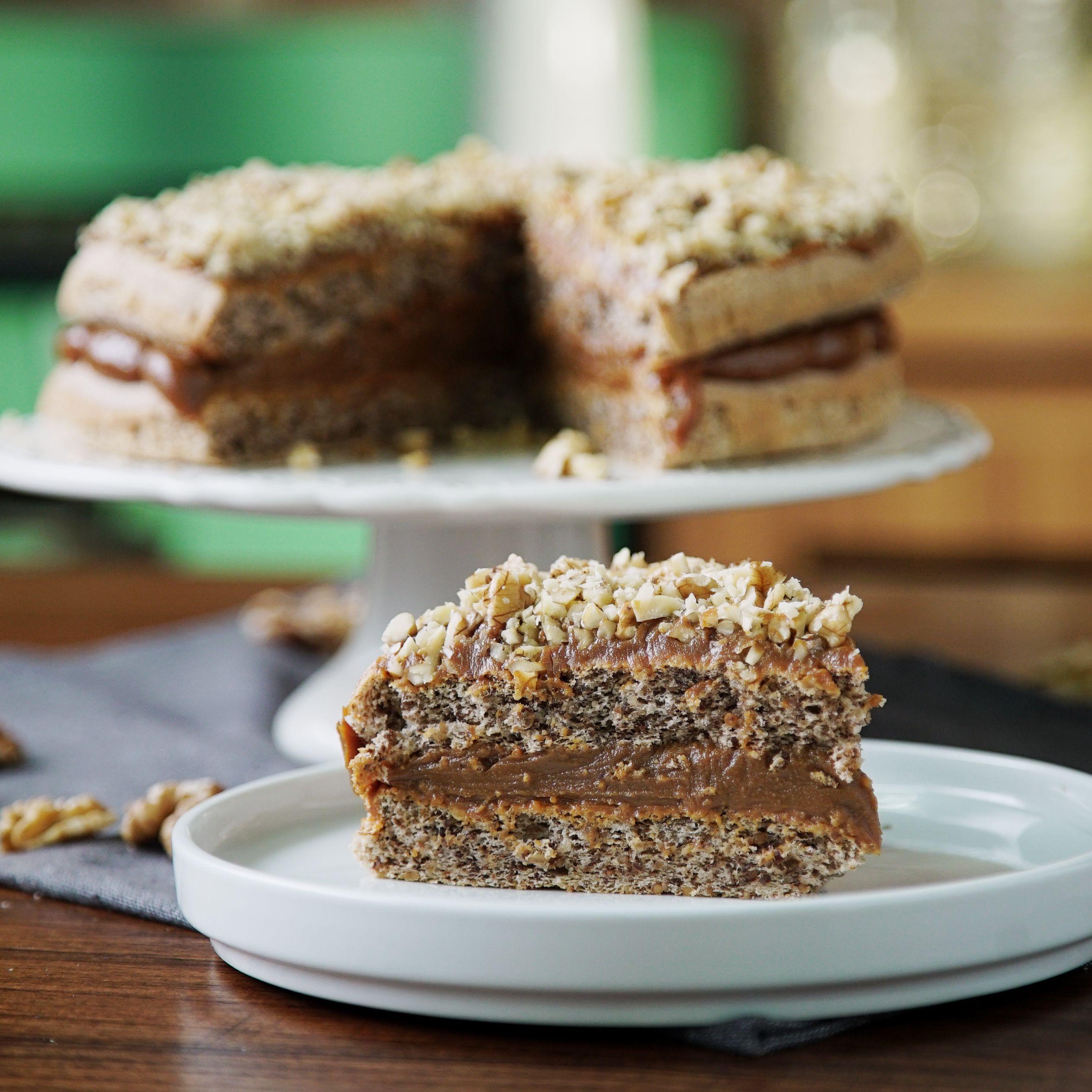 Torta Esponjosa de Dulce de Leche y Nuez