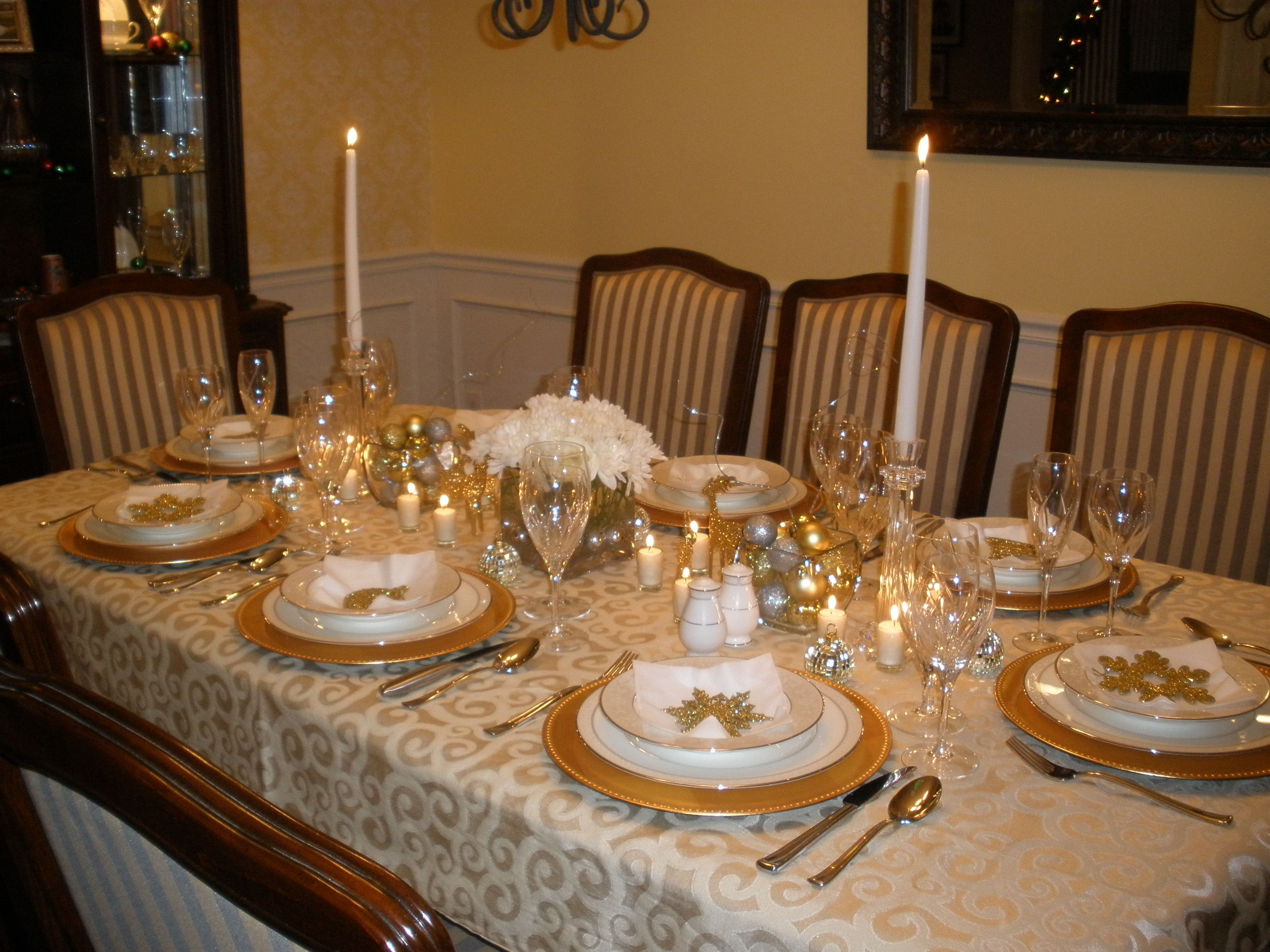 Gold and Silver Christmas table setting : table setting for christmas - pezcame.com