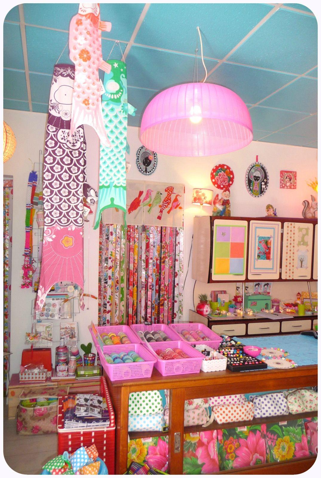 A L Interieur Boutique Paillette A Angers Boutique Decoration Paillettes