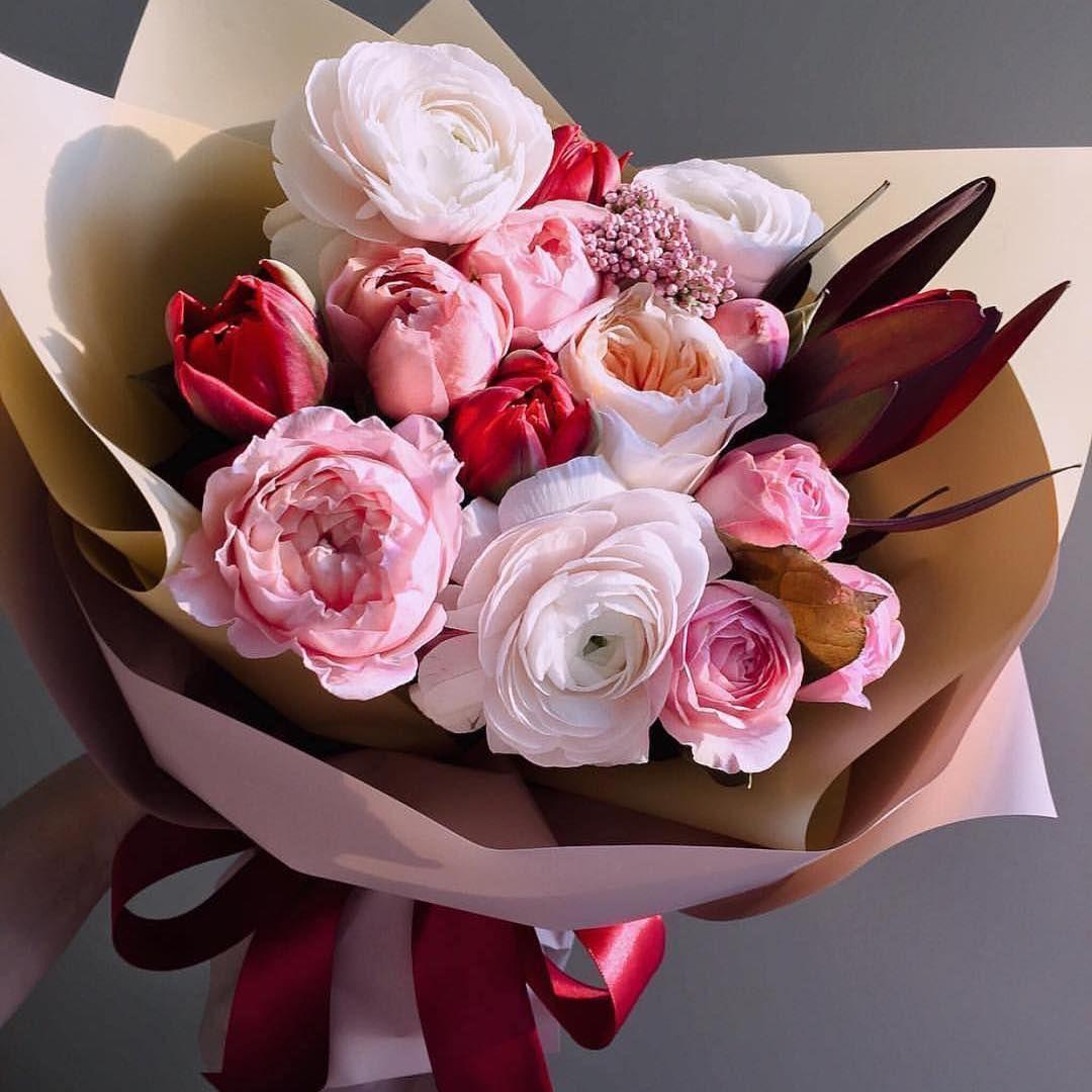 Mazzo Di Fiori E Rose.Bouquet Di Ranuncoli Rosa Pastello Rose Inglesi E Boccioli Di