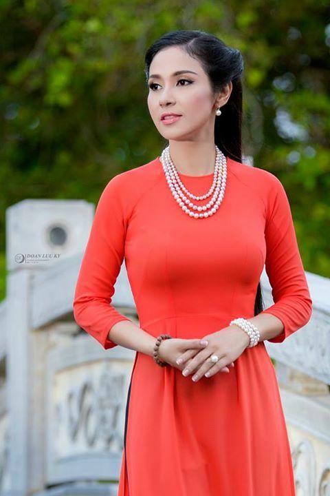 Hot & Sexy Girls: Busty Vietnamese Babe - Elly Tran Ha