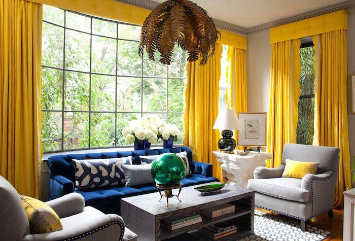 Pareti color tortora tende di colore gialle salotto con for Abbinamenti colori salotti