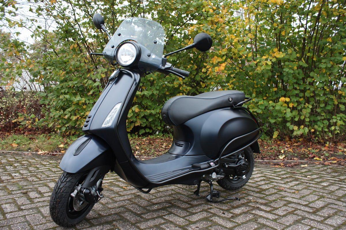 Unique Rides Vespa Primavera - Vipscooters.nl