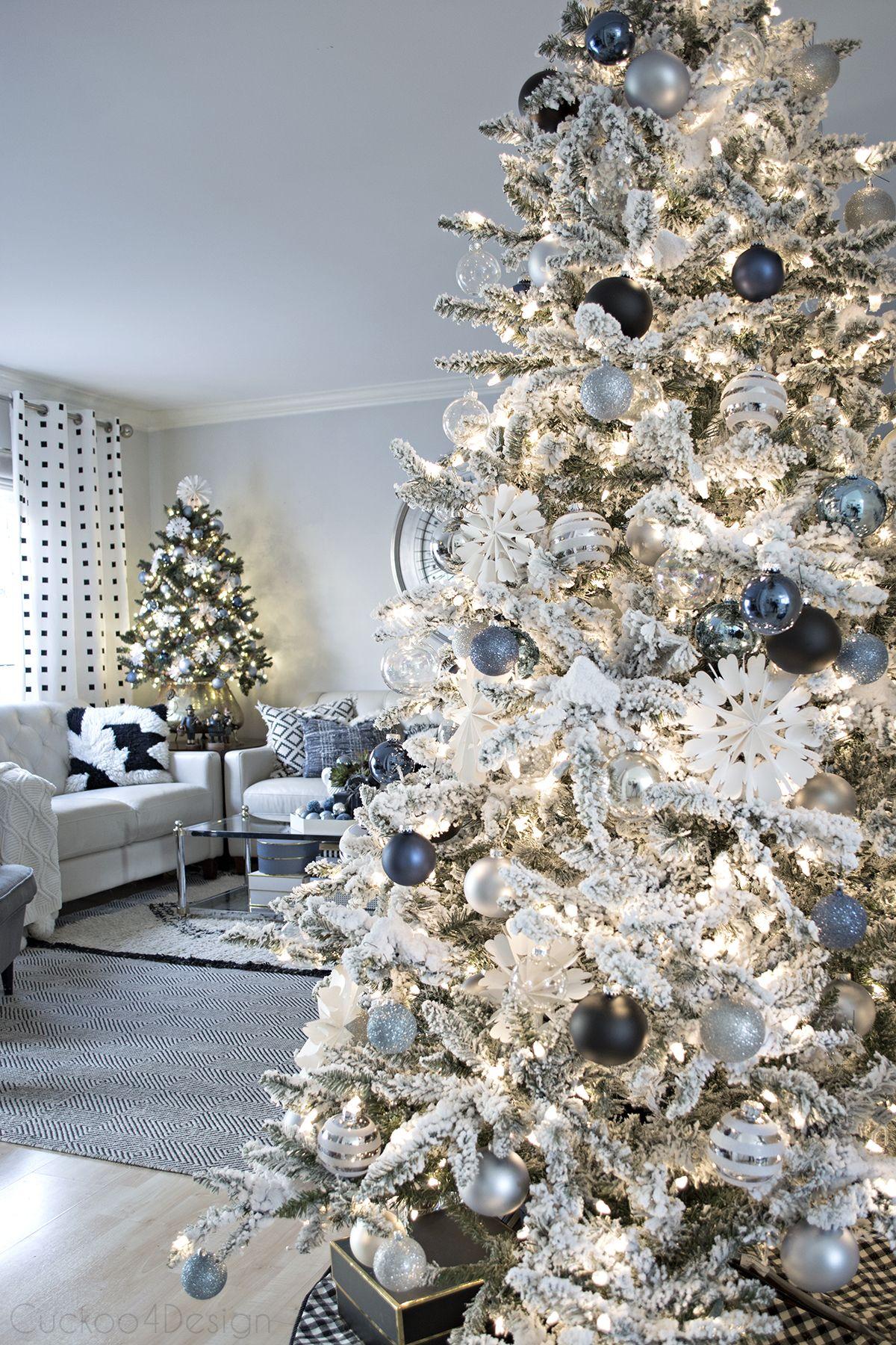 Blue, Black and White Christmas | Christmas living rooms ...