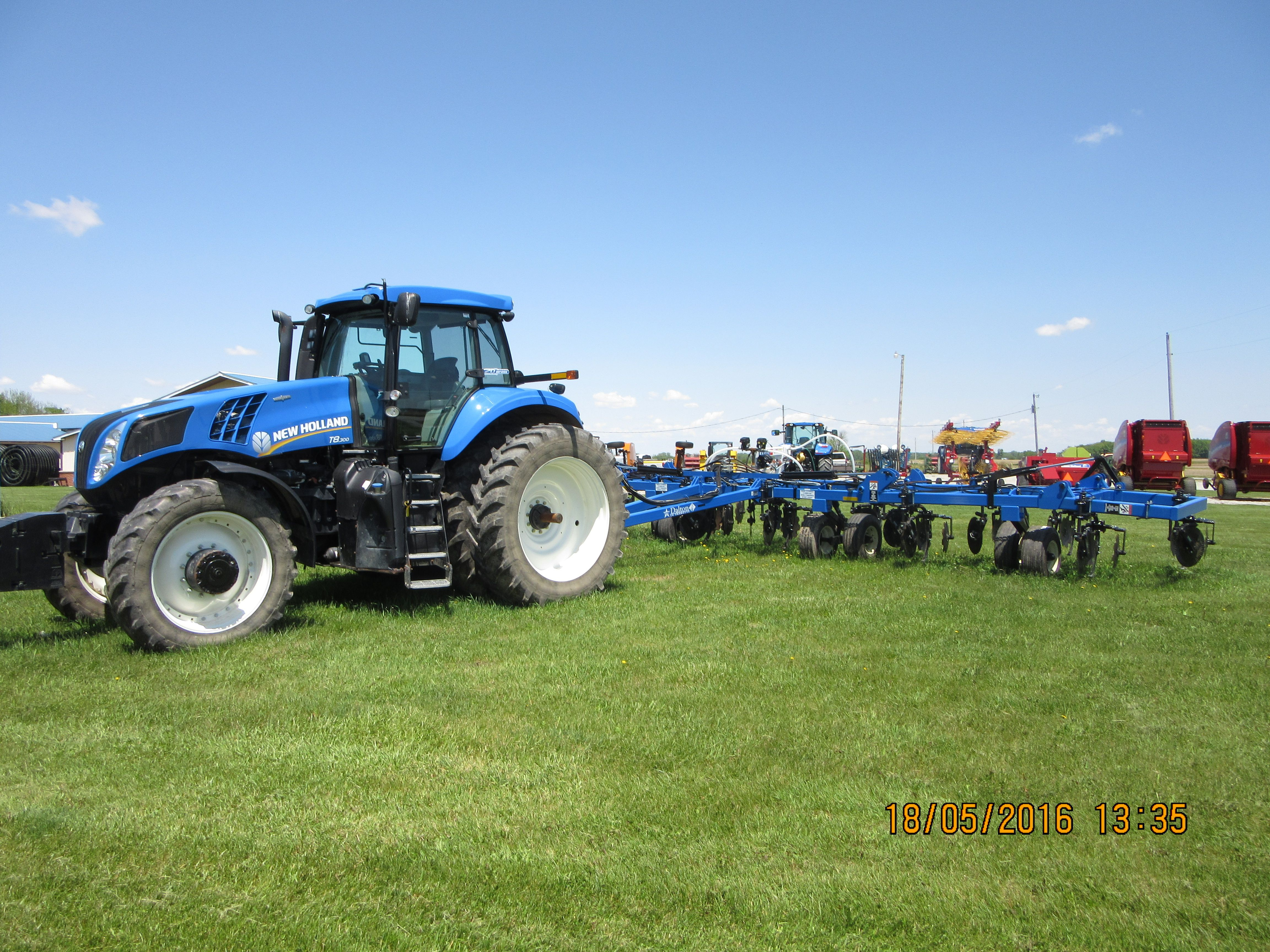 New Holland T8 300 Pulling Dalton Ag Product Applicator