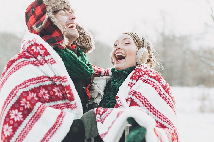 Bride and groom having fun in the snow | fabmood.com #wedding #winterwedding #christmas #christmaswedding