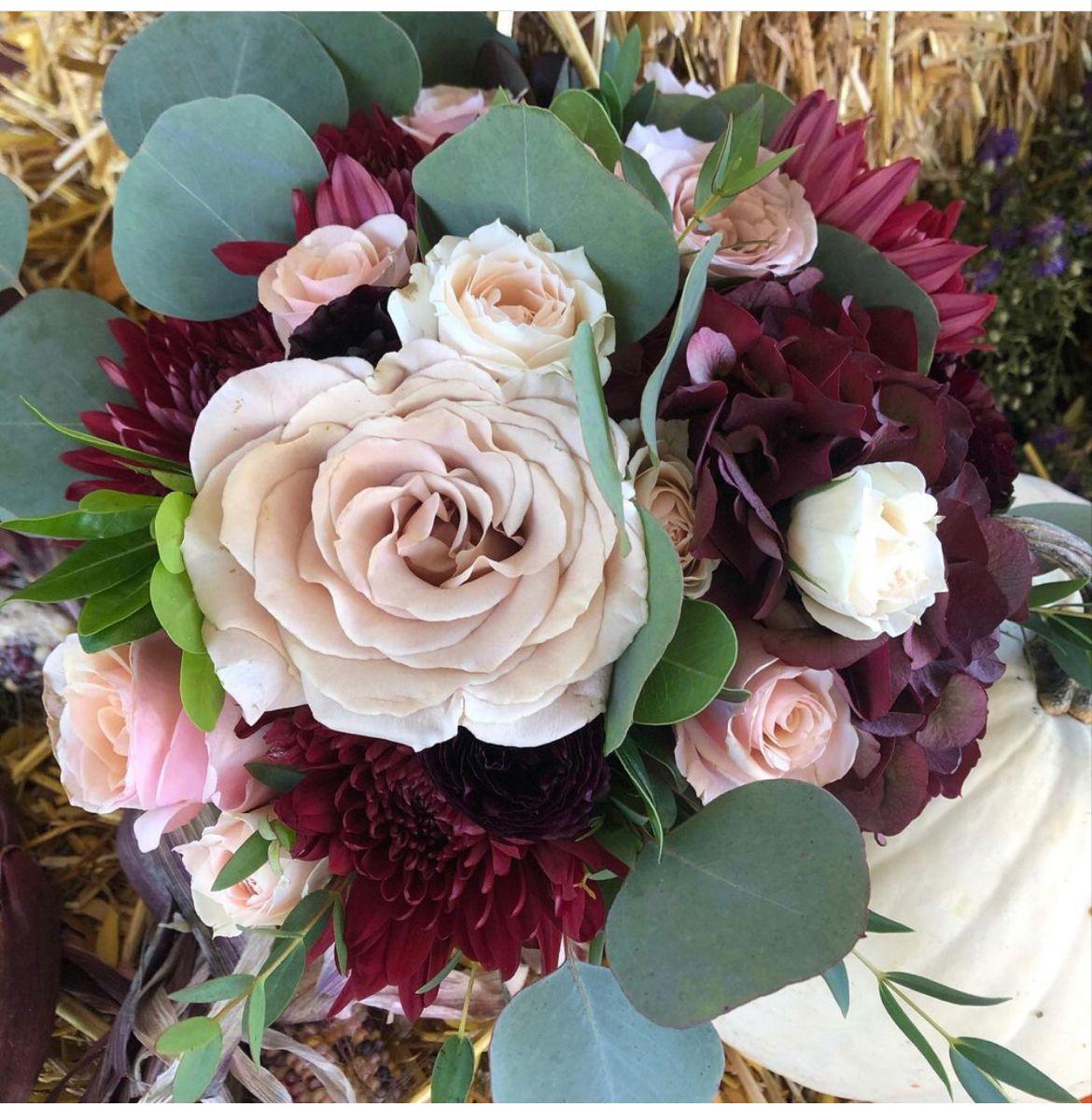 Burgundy Flowers In 2020 Burgundy Wedding Flowers Burgundy Flowers Wholesale Flowers
