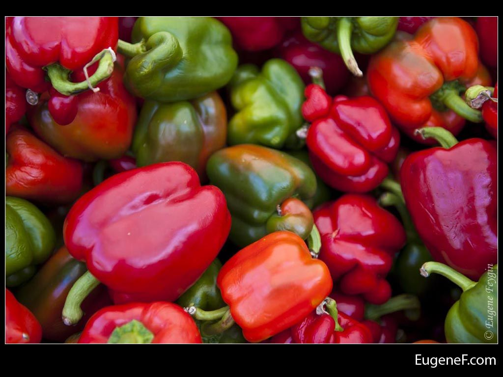 Red Green Peppers #Vegetables #freewallpapers