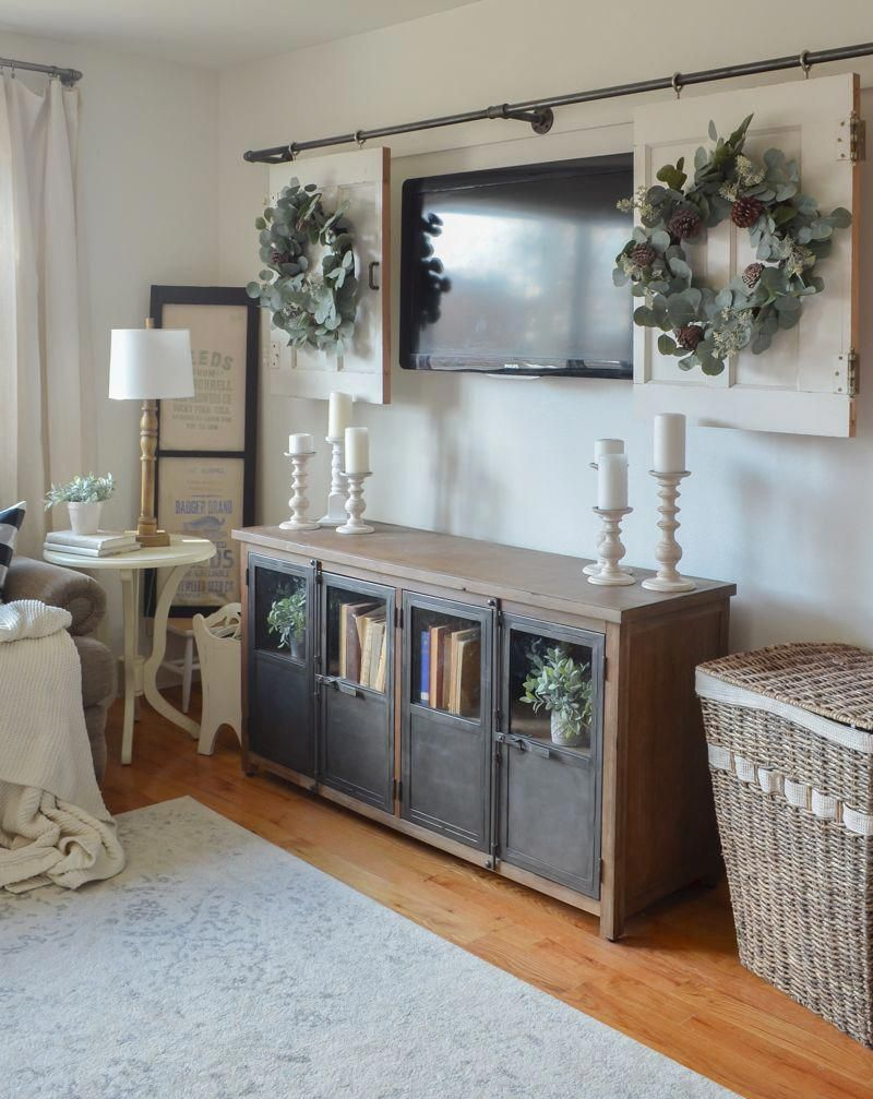 Living room decor ideas. Perfect wreath for the holidays ...