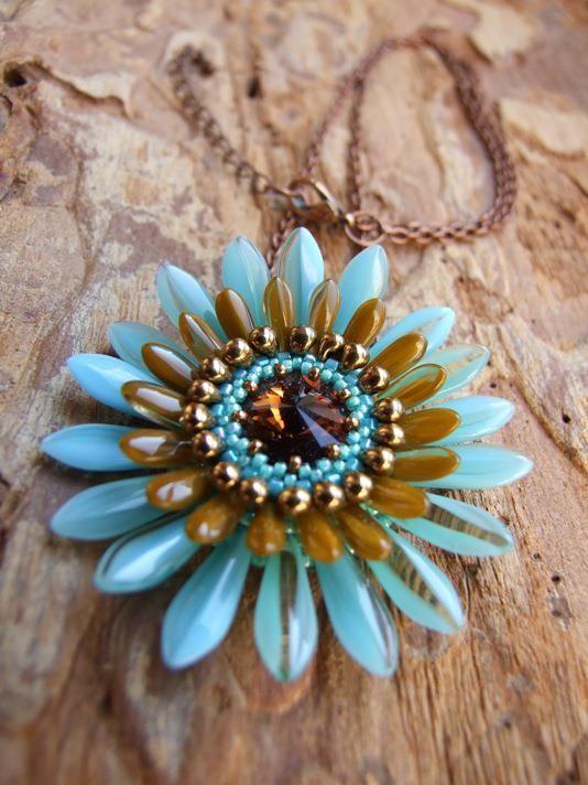 Gerbera necklace. Pattern by Perle4U