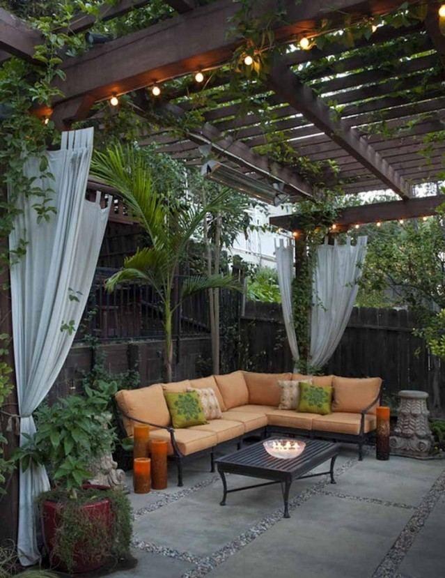 pergola terrasse holz sichtschutz zaun gardinen ranken ecksofa - kleine garten sichtschutz