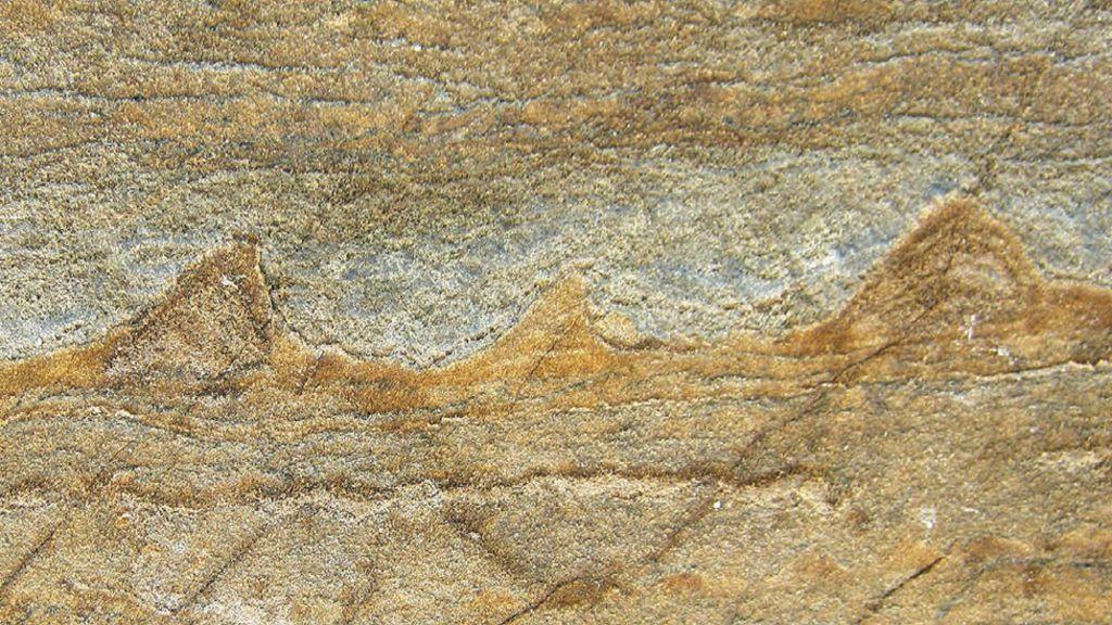 Parece como si alguien hubiera dibujado una olas en la piedra, pero en realidad…
