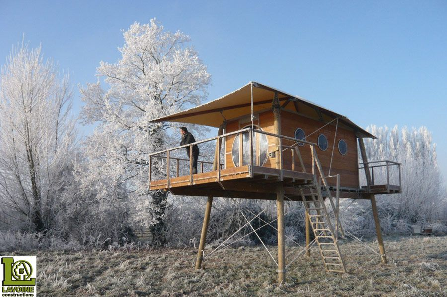 Portable cabin that can be placed up cement blocks raised Log cabin homes on stilts
