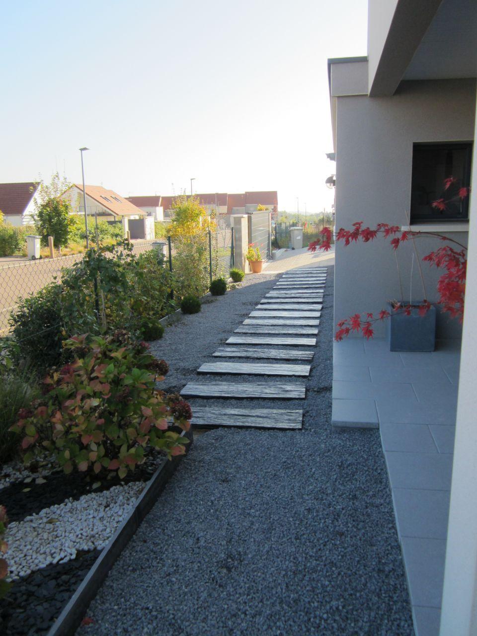 Gravier Autour De La Maison dalles d'ardoise et graviers gris - cubes et terrasses par