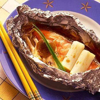 レタスクラブの簡単料理レシピ 材料を包んだらトースターにおまかせ。手間なしおかず「鮭のホイル焼き」のレシピです。