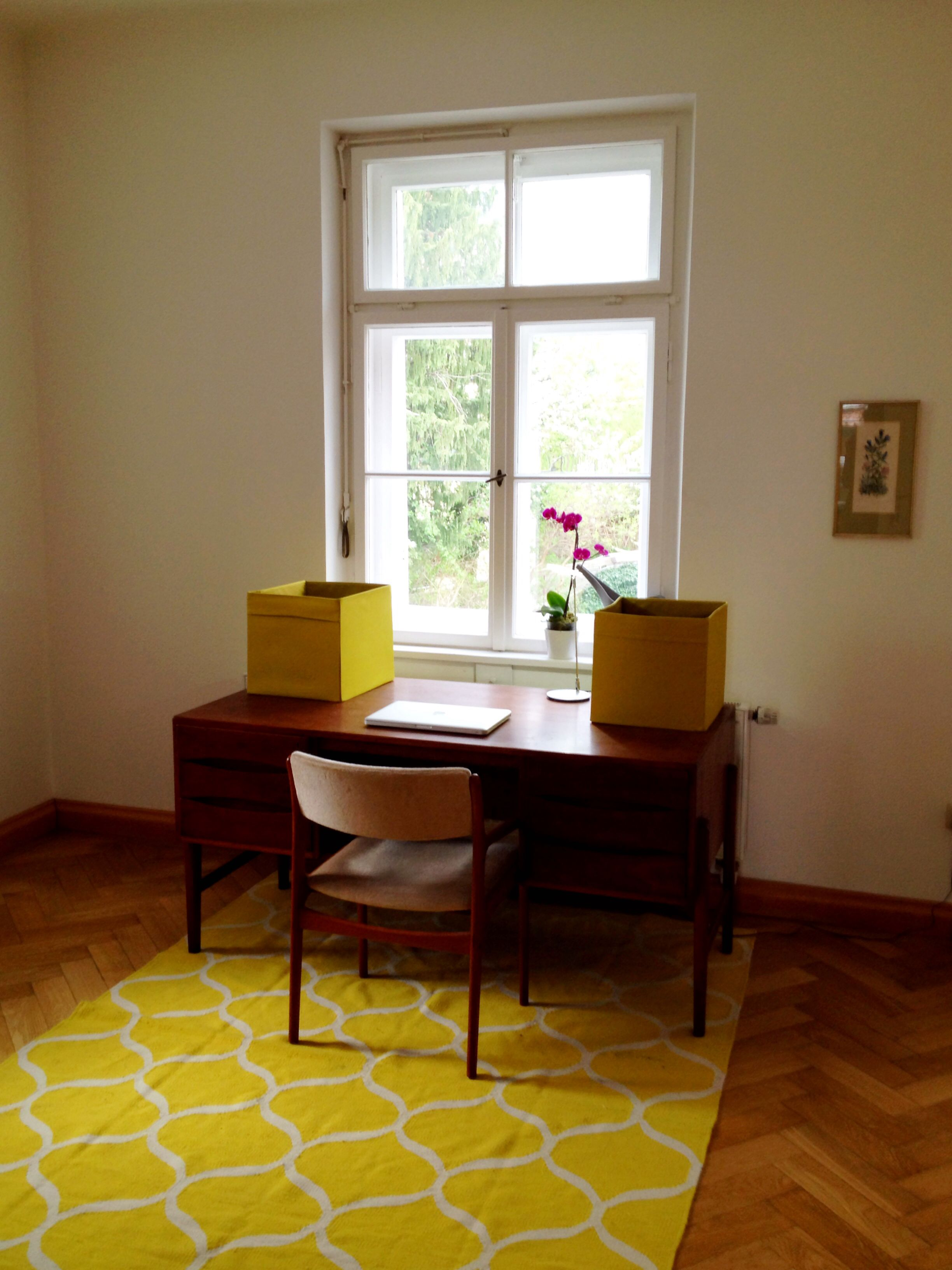 schreibtisch 60er jahre 60s ikea teppich altbau office old building retro daheim. Black Bedroom Furniture Sets. Home Design Ideas