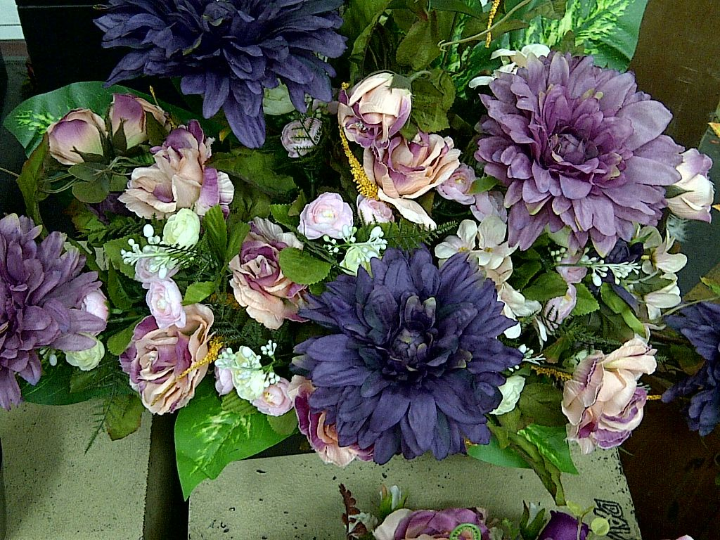 The Colour Of Flower Purple Combine With Dusty Pink Flowers