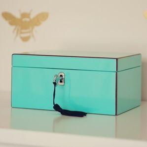Musical jewellery box in Tiffany blue via DTLL tIfFaNy bLuE