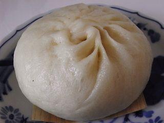 "You must eat this when in Osaka! 551 Horai ""butaman"" steamed pork bun."