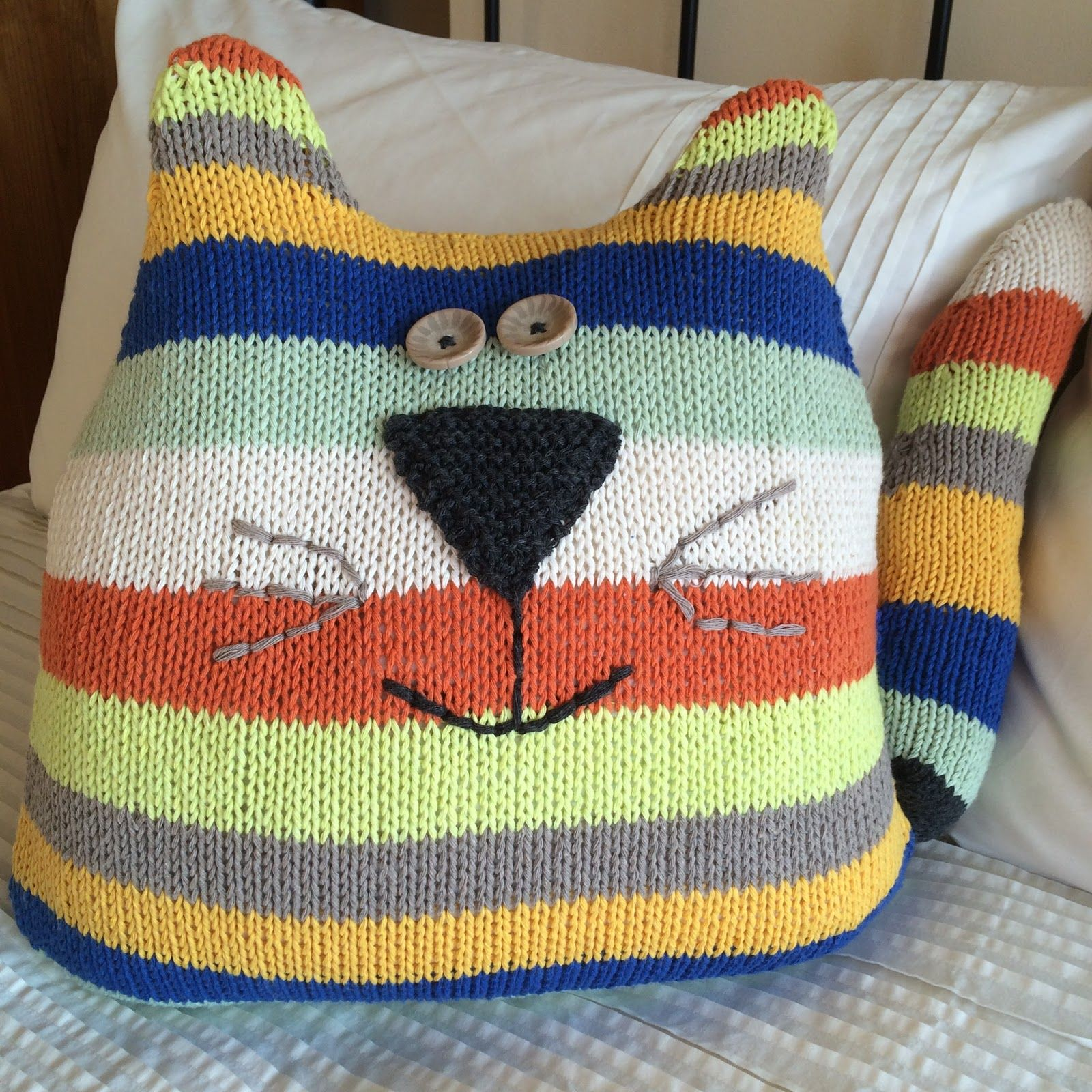Knitting - Cat Cushion (With images) | Knitted cushions ...